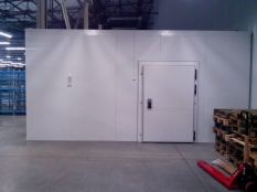 Монтаж холодильные камеры общим объемом-1100 м³ с комплектом холодильного оборудования.